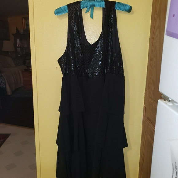 Fashion Bug Dresses & Skirts - Black Fashion Bug Sleeveless Cocktail Midi Dress